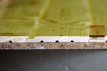 Panel de madera Bicapa para forjado perdido decorativo. Viroc y friso abeto teñido.