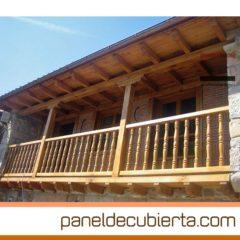 Alero, balcón y carpintería exterior con panel de cubierta.