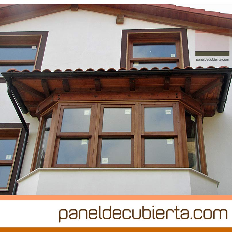 Carpintería exterior y panel de cubierta con núcleo aislante.