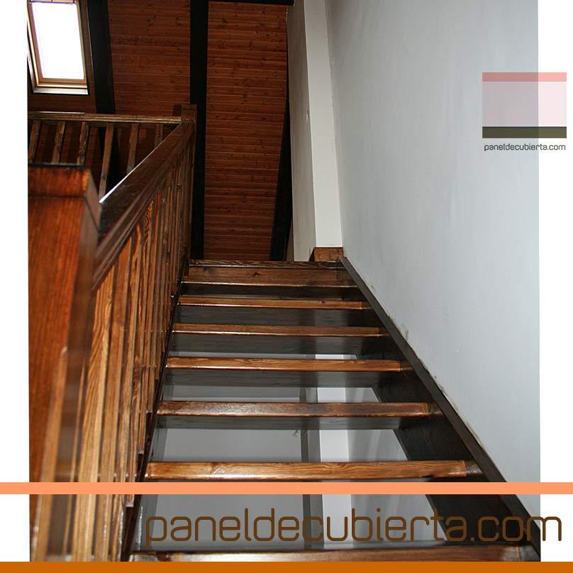 Carpintería interior. Detalle de panel de cubierta en escalera.