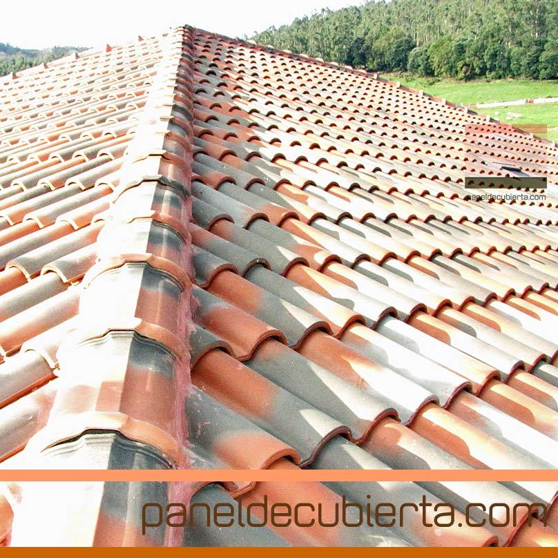 Detalle de remates de obras en tejado sobre panel de cubierta con aislamiento térmico.