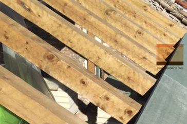 Estructura de madera para colocar panel sandwich de madera para cubierta. Construcciones Gurpel.