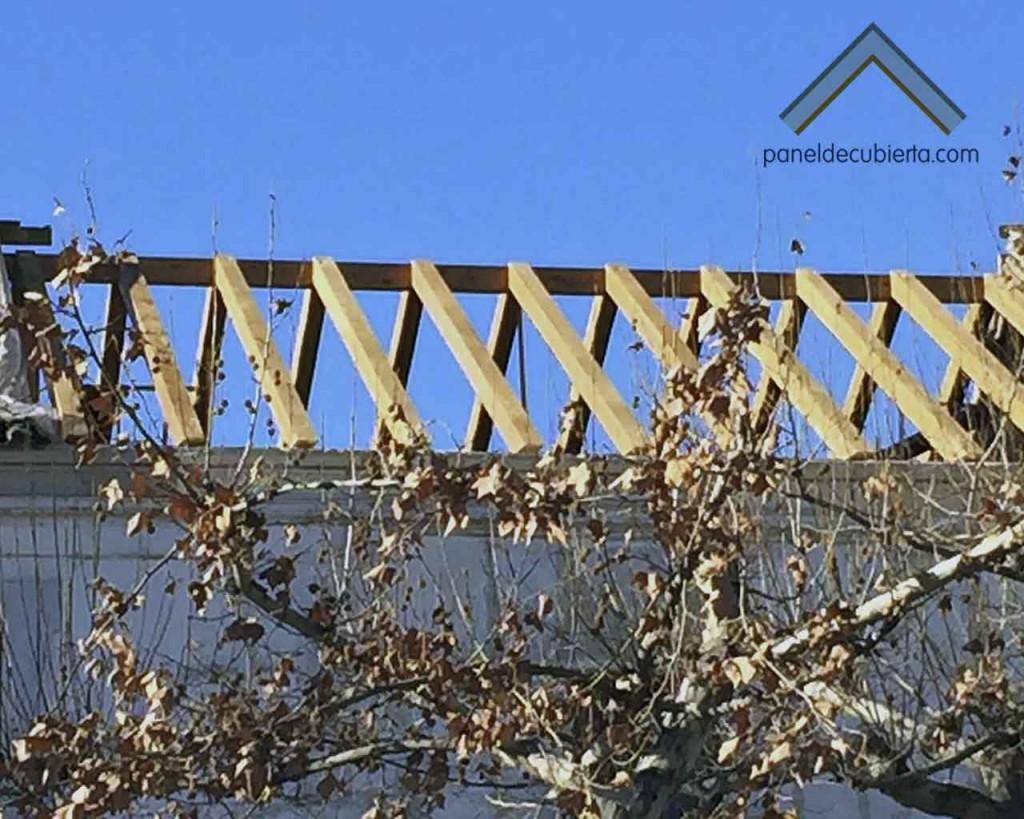 Estructura de madera para montar panel sándwich de madera acabado cartón yeso PYL ejecutada por Gurpel construcciones.