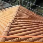 Panel de cubierta y teja cerámica.