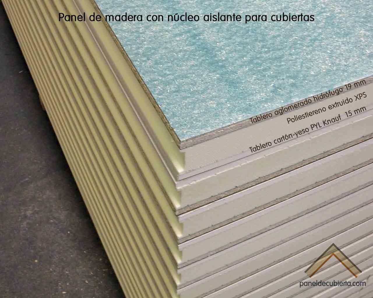 Panel de madera para cubierta con núcleo aislante y tablero superior de aglomerado hidrófugo 19 mm. Detalle de machihembrado entre paneles.