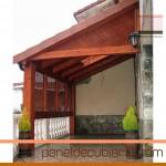 Porche con panel de cubierta acabado decorativo madera.