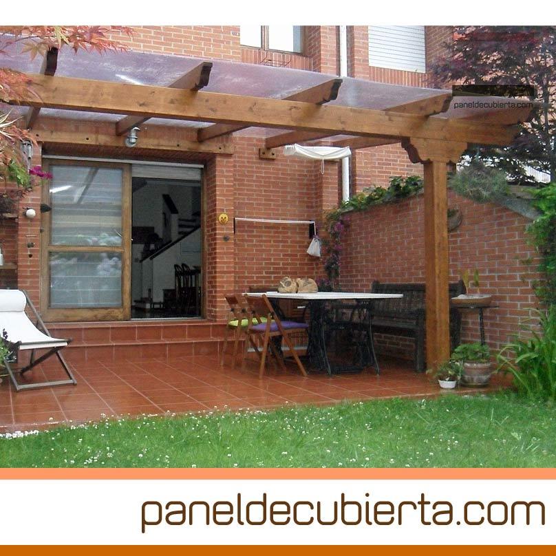 Porche con tejado transparente sin panel de madera ni panel de cubierta.