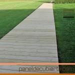 Tarima  deck en panel de madera natural sin tratamiento. Instalación provisional