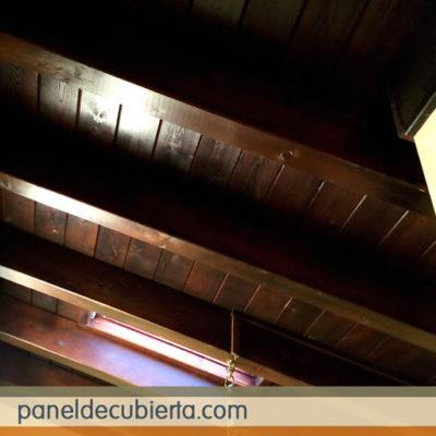 Foto de cubierta panel sandwich de madera acabado decorativo rústico. Colocación Madrid paneles madera.