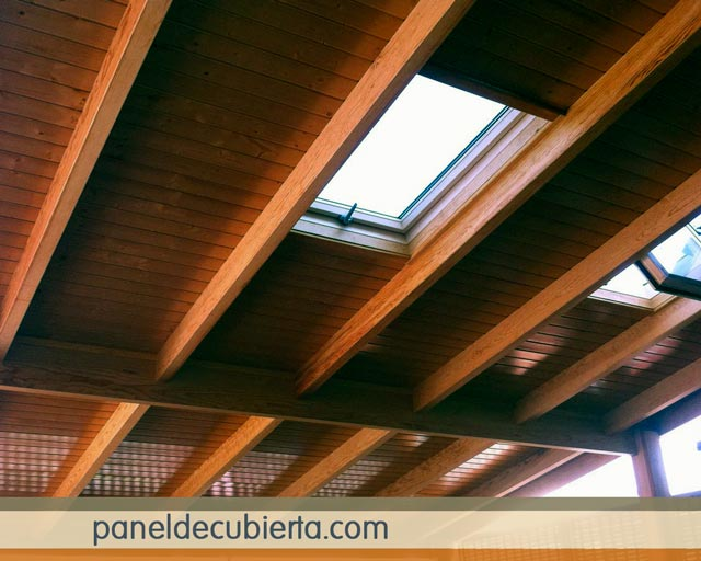 Fotos paneles para tejados for Tejados de madera barcelona