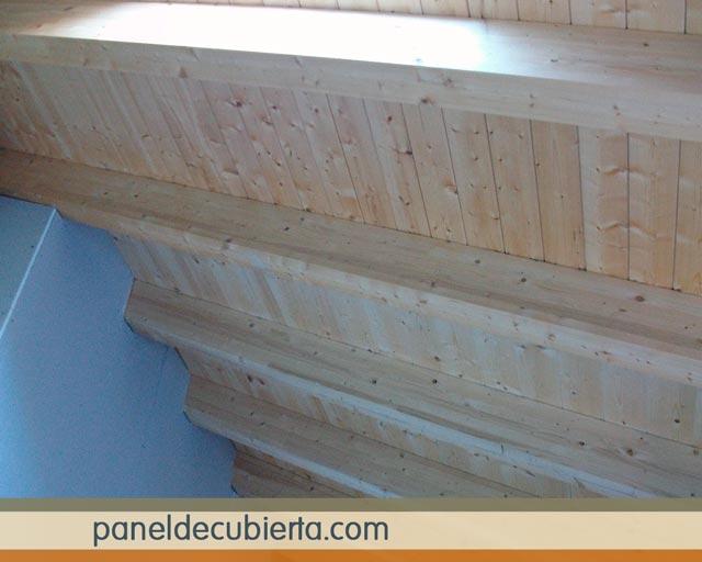 Panel de cubierta acabado de friso pino natural sin barnizar. Madera sin barniz.