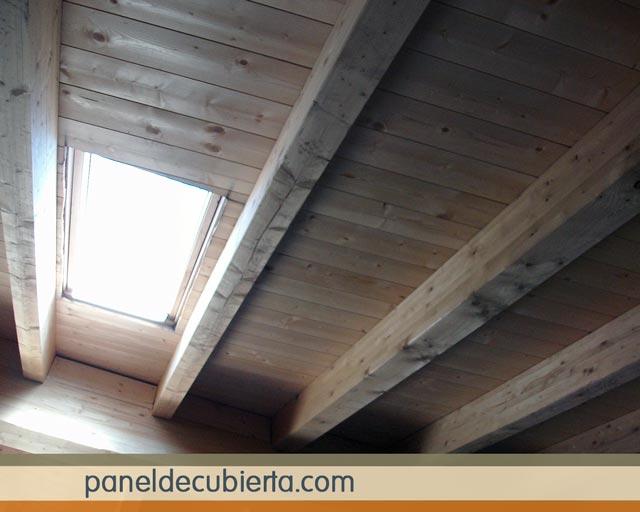 Bonito panel de cubierta acabado de friso pino natural sin barnizar. Panel madera sin barniz.