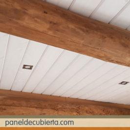 Precioso techo friso blanco.