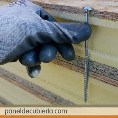 Cómo se debe fijar el tornillo panel sandwich madera.