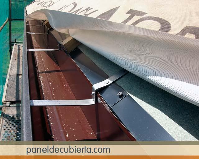 Canalón aluminio, panel y membrana.