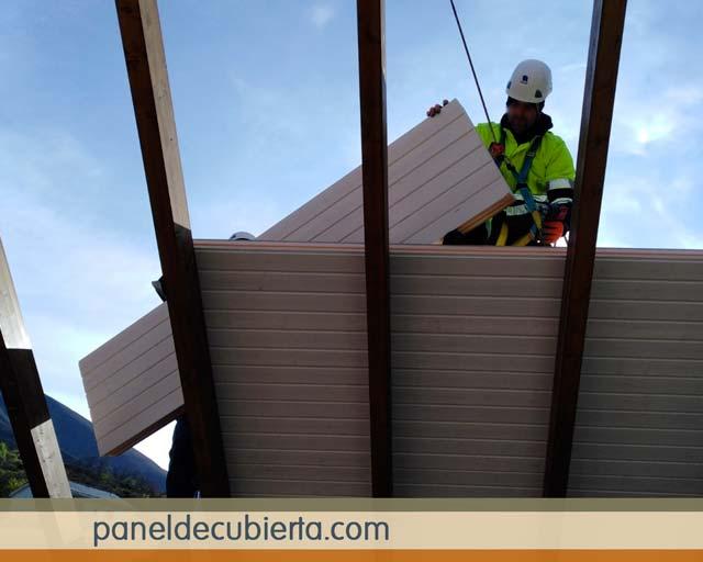 Instalación panel madera color blanco.