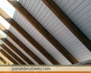 Interiorismo techo madera blanco.
