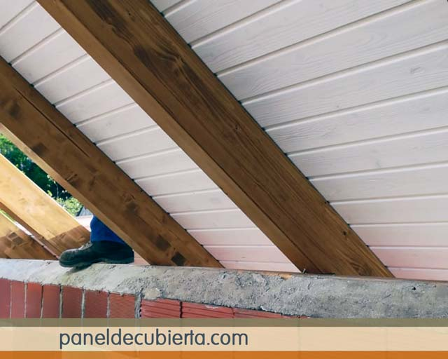 Montaje panel madera color blanco.