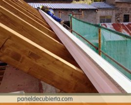 Panel sobre cabios de madera.